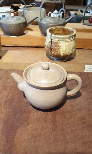 茶壺  (壺蓋沖傷)16x9x11cm