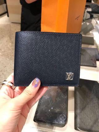 🚚 Louis Vuitton Men's wallet