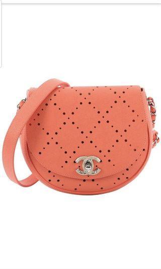 Brand new Chanel caviar perforated crossbody 粉橙色魚子醬通花銀扣斜咩袋