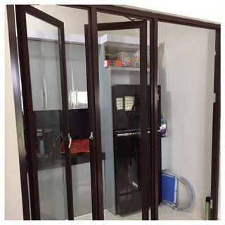 pintu kaca alumunium YKK