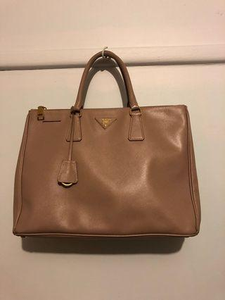 Prada Saffiano Lux hand bag authentic
