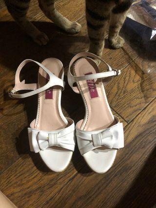 🚚 阿瘦皮鞋 純白色 蝴蝶結 楔形涼鞋 細帶