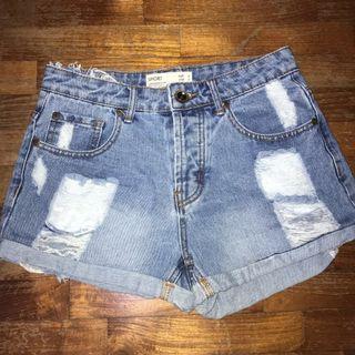 🚚 Cotton on ripped acid wash denim shorts