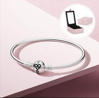 Pandora bracelet with engraved 'One in a million' clasp