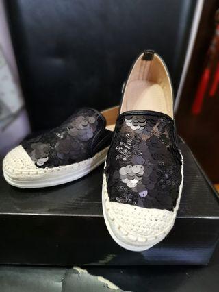 100%new黑色珠片平底輕便鞋