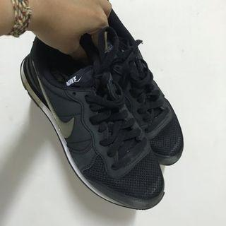 🚚 Nike 黑色休閒鞋