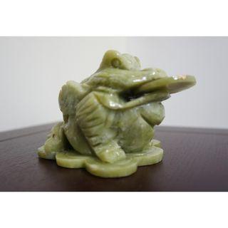 青玉三脚金蟾 Money Toad (Fengshui Ornament)