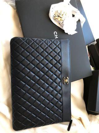 Chanel 深藍金logo pouch