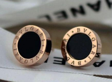 🚚 Black ceramic Earrings Stud in Rose gold