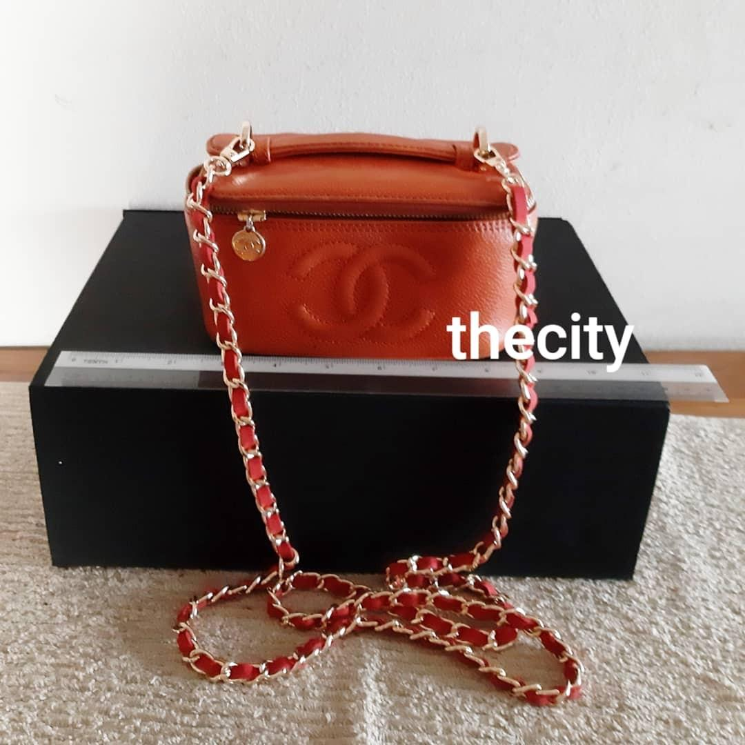 AUTHENTIC CHANEL VANITY BAG - CAVIAR LEATHER, GOLD HARDWARE- OVERALL OK- MIRROR INSIDE-  HOLOGRAM STICKER INTACT- COMES WITH EXTRA LONG CHAIN STRAP FOR CROSSBODY SLING - (CHANEL VANITY BAGS NOW RETAIL OVER RM 15,000+)