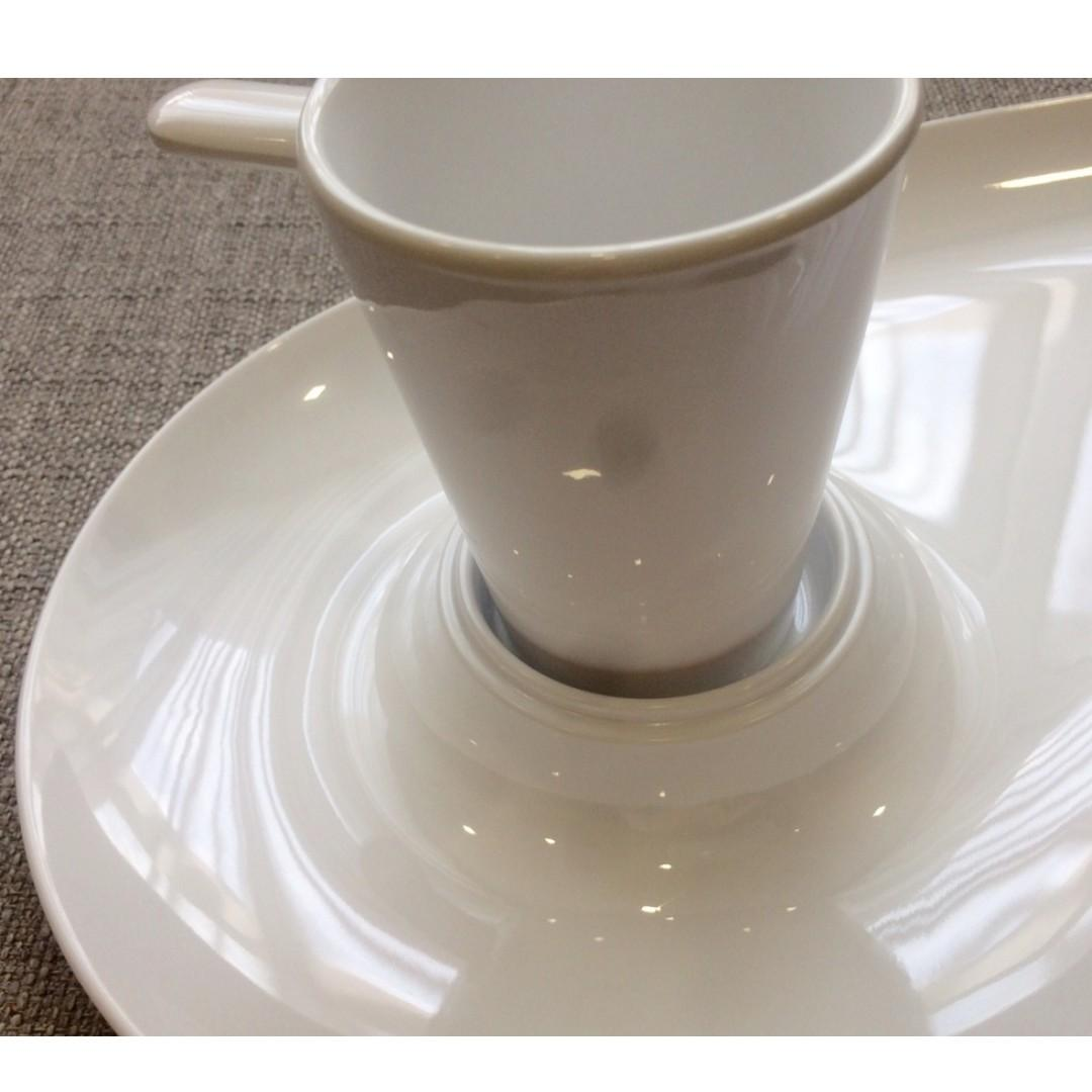 One & Only! EKTRA Melamine Artist Palette-Shaped Serving Plate with Dipping Cup