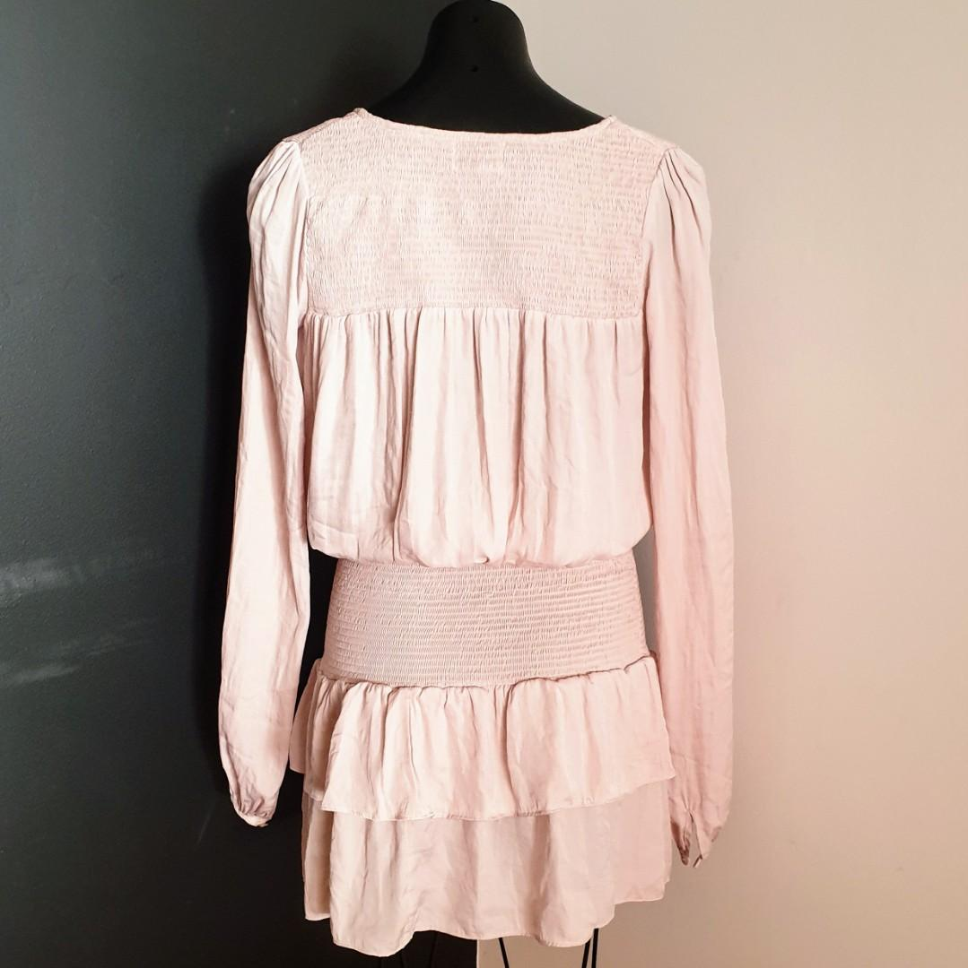 Women's size 6 (will fit up to 10) 'SNDYS' Stunning blush long sleeved dress - AS NEW