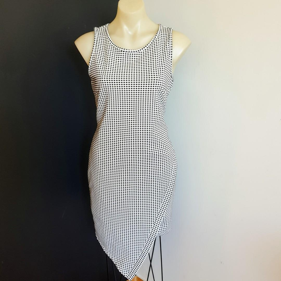 Women's size L 'ICE' Gorgeous gingham print assymetrical bodycon dress - AS NEW