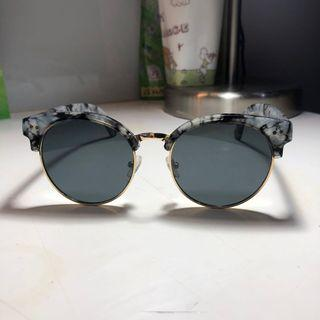 Cotton On Sunglasses ( KACAMATA HITAM )