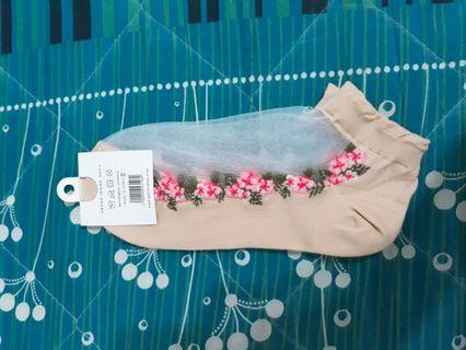 🚚 Midori綠福袋 日系風格杏色浪漫網紗襪