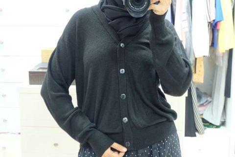 Black buttoned plain cardi