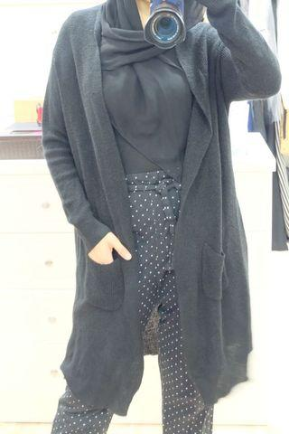 Black knitted long cardi with front pocket