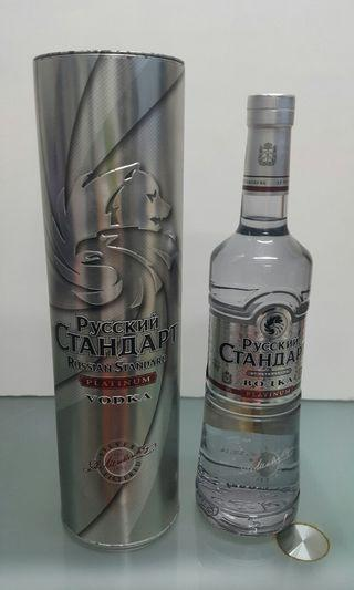 Pyccknn Ctahoapt Vodka 700ml
