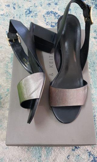 Size 39 VERY GOOD CONDITION charles and keith sandal