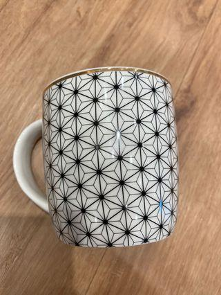 Drinking cup - Geometry design with gold trimming