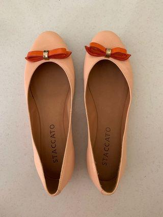 🚚 Staccato flats size 39