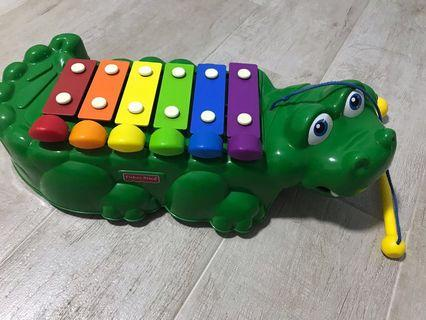 🚚 Fisherprice xylophone with wheels beneath for toddler to walk and pull