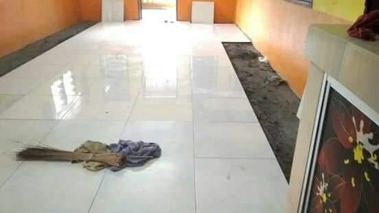 Pasanng tiles. Cat rumah. Renovation kuala lumpur
