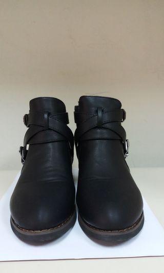 🚚 金扣短靴