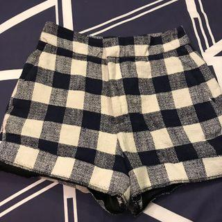 🚚 Checkered short