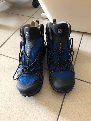 🚚 全新SALOMON法國,X ULTRAMID2男鞋9.5號GORE-tex防水中筒登山健走鞋。露營亦可,多功能鞋。