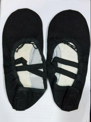 黑色芭蕾舞鞋