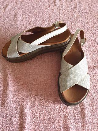 🚚 Silver casual sandals