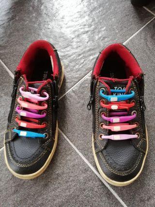 Sepatu Tomkins size 29