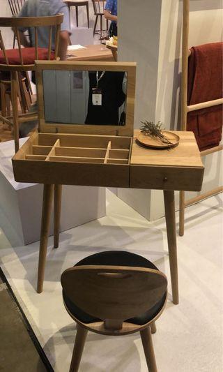 🚚 Oak Dressing Table