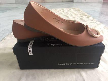Brown flat shoes #gayaraya