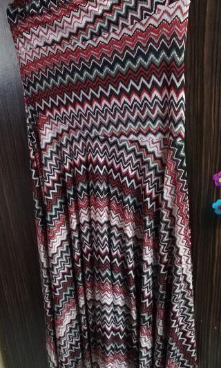 Skirt Kembang Merah Abstract