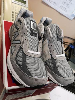 New Balance 990V4 (US9. 5)