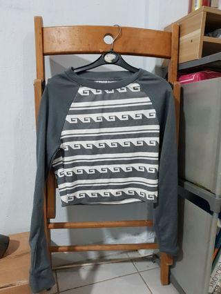 🚚 Grey Pullover