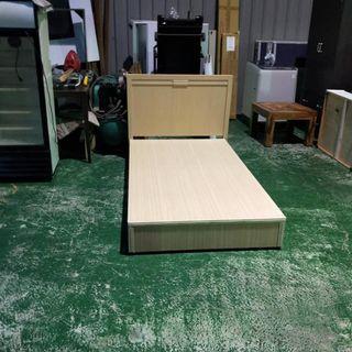 合運二手傢俱~木紋3.5X6.2床箱+床頭片A02242