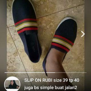 RUBI SLIP ON size 39/40 SIMPLE JARANG DIPAKE DR PERTAMA BELI