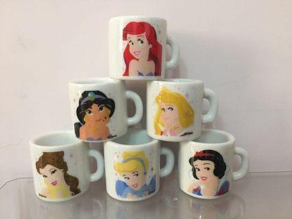 🚚 迪士尼 公主系列 小馬克杯造型擺飾