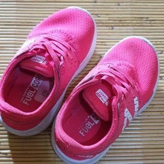 Sepatu NB untuk anak 2 th
