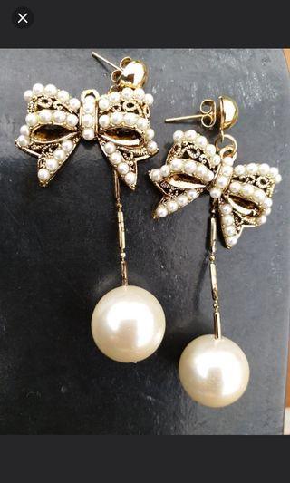 Pearl style earings