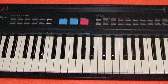 Yamaha PSR-7 Electronic Keyboard Piano