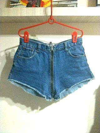 PRE-LOVED DENIM ACID BLUE SHORTS TO SHOW OFF THE CURVY BUTT!! VINTAGE AND RETRO!! SUPER CHIC!! CAN PAIR IT WITH A BASIC OR CROPPED TOP!! COMFY WAIST LINE!! ONLY 1!! HURRY WHILE STOCK LAST! GRAB BEFORE ITS GONE!!