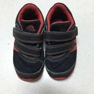 adidas 男童運動鞋