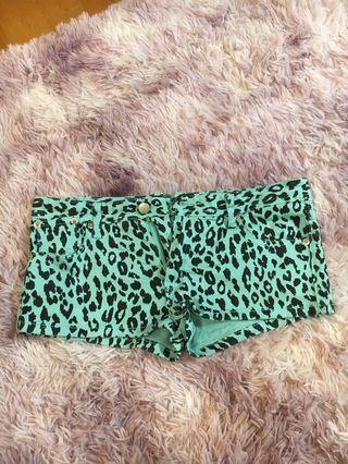 🚚 藍綠色豹紋熱褲