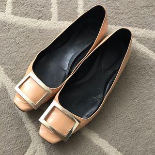 Authentic roger vivier buckle flats in beige nude patent