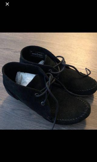 Minnetonka黑色麂皮短靴 精靈靴 (37)