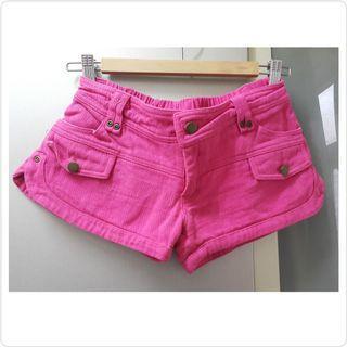 桃紅色橡根頭短褲